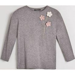 Sweter z kwiatową aplikacją Little Princess - Szary. Szare swetry klasyczne damskie Mohito, l. Za 119,99 zł.