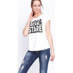 Kremowy T-shirt Stop&Stare. Białe t-shirty damskie marki Born2be, l. Za 29,99 zł.