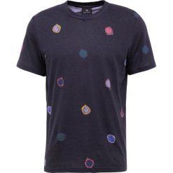 PS by Paul Smith MENS REGULAR FIT  Tshirt z nadrukiem black. Czarne t-shirty męskie z nadrukiem PS by Paul Smith, m, z bawełny. Za 399,00 zł.