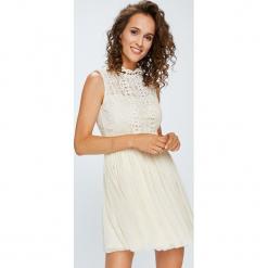 Answear - Sukienka. Szare sukienki balowe ANSWEAR, l, z materiału, mini, rozkloszowane. W wyprzedaży za 129,90 zł.