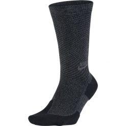 Skarpety Nike NSW Texture Crew (SX5492-010). Czarne skarpetki męskie Nike, z bawełny. Za 17,99 zł.