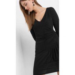 Sukienka z połyskiem. Czarne sukienki asymetryczne marki Orsay, xs, z dzianiny, wizytowe, z asymetrycznym kołnierzem. Za 119,99 zł.