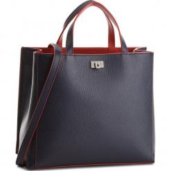 Torebka COCCINELLE - CC7 Tahlia Soft E1 CC7 18 01 01 Bleu/Bourgogne 578. Niebieskie torebki klasyczne damskie marki Coccinelle, ze skóry. W wyprzedaży za 1049,00 zł.