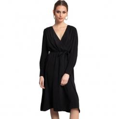 Sukienka w kolorze czarnym. Czarne długie sukienki marki Almatrichi, s, z długim rękawem, proste. W wyprzedaży za 209,95 zł.