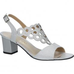 Srebrne sandały ażurowe na obcasie Casu 3010. Szare sandały damskie Casu, w ażurowe wzory, na obcasie. Za 89,99 zł.
