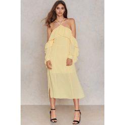 NA-KD Boho Sukienka midi z falbanką i dekoltem A - Yellow. Niebieskie sukienki boho marki NA-KD Boho, na imprezę, w koronkowe wzory, z koronki, na ramiączkach, mini. W wyprzedaży za 60,89 zł.