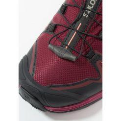 Salomon X ULTRA 3 GTX  Obuwie hikingowe tawny port/black/living coral. Fioletowe buty trekkingowe damskie Salomon, z gumy, outdoorowe. W wyprzedaży za 527,20 zł.