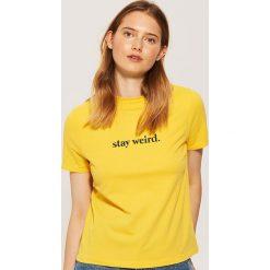 T-shirt z napisem - Żółty. Żółte t-shirty damskie House, l, z napisami. Za 29,99 zł.