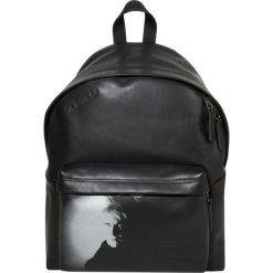Eastpak PADDED PAK'R/IBTWO: ANDY WARHOL Plecak portrait. Czarne plecaki męskie Eastpak. W wyprzedaży za 735,20 zł.