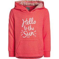 Bench BEACHY OVERHEAD Bluza z kapturem neon pink. Różowe bluzy dziewczęce rozpinane marki Bench, z bawełny, z kapturem. W wyprzedaży za 152,10 zł.