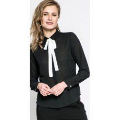 Answear - Koszula. Czarne koszule damskie ANSWEAR, l, z poliesteru, casualowe, z klasycznym kołnierzykiem, z długim rękawem. W wyprzedaży za 49,90 zł.