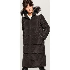 Długi płaszcz z kapturem - Czarny. Czarne płaszcze damskie marki Mohito. Za 299,99 zł.