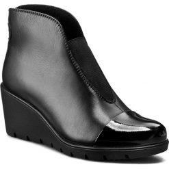 Botki LASOCKI - WI23-1917-02 Czarny. Czarne buty zimowe damskie Lasocki, z lakierowanej skóry, na obcasie. Za 199,99 zł.