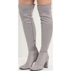 Szare Kozaki I Don't Care. Szare buty zimowe damskie marki Born2be, z materiału, z okrągłym noskiem, za kolano, na wysokim obcasie, na obcasie. Za 139,99 zł.