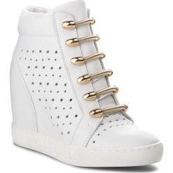 Sneakersy CARINII - B4304 G34-000-000-B88. Białe sneakersy damskie Carinii, ze skóry. W wyprzedaży za 229,00 zł.