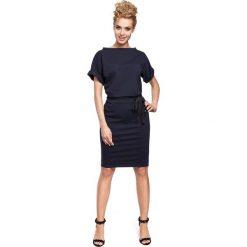 Sukienki: Sukienka midi z wiązaniem w pasie- granatowa