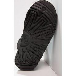 UGG MINI BAILEY BOW II Botki black. Czarne botki damskie na zamek Ugg, z materiału. W wyprzedaży za 535,20 zł.