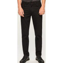 Jeansy regular fit - Czarny. Niebieskie jeansy męskie regular marki House. Za 99,99 zł.