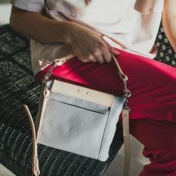Torebka SWAN LIGHT GREY. Szare torebki klasyczne damskie marki Pakamera, małe. Za 210,00 zł.