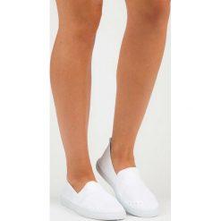 Trampki damskie slip on: Tekstylne wsuwane trampki mckeylor ISLA białe
