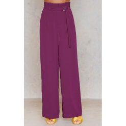Spodnie z wysokim stanem: NA-KD Trend Spodnie z zakładkami i szerokimi nogawkami – Purple
