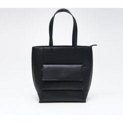 Torebka typu city z kieszenią - Czarny. Czarne torebki klasyczne damskie marki Cropp. Za 99,99 zł.