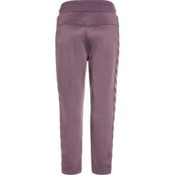 Hummel ADEL PANTS Spodnie treningowe black plum. Fioletowe spodnie chłopięce marki Hummel, z bawełny. Za 149,00 zł.