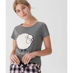 Piżamowa koszulka z owcą - Szary. Szare koszule nocne i halki House, l. Za 35,99 zł.