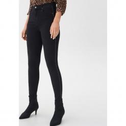 Jeansy high waist skinny - Czarny. Czarne jeansy damskie skinny House, z jeansu, z podwyższonym stanem. Za 89,99 zł.
