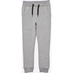 Name it - Spodnie dziecięce Voltano 128-164 cm. Szare spodnie chłopięce Name it, z bawełny. W wyprzedaży za 49,90 zł.