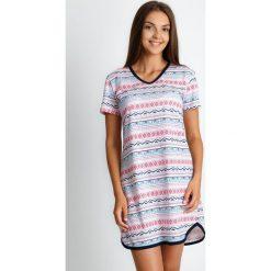 Piżama koszula nocna z azteckim wzorem QUIOSQUE. Zielone koszule nocne i halki QUIOSQUE, na jesień, l, w kolorowe wzory, z bawełny, z długim rękawem. W wyprzedaży za 79,99 zł.