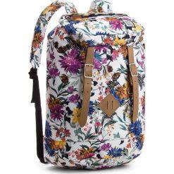 Plecak THE PACK SOCIETY - 184CPR703.91 Biały Kolorowy. Białe plecaki męskie The Pack Society, w kolorowe wzory, z materiału. W wyprzedaży za 189,00 zł.