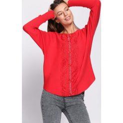 Czerwony Sweter Vagary. Czerwone swetry klasyczne damskie Born2be, l, z dekoltem w łódkę. Za 74,99 zł.