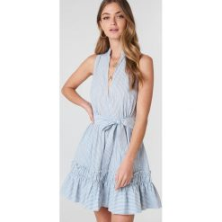 Sukienki: Debiflue x NA-KD Sukienka bez rękawów z wiązaniem – Blue,Multicolor