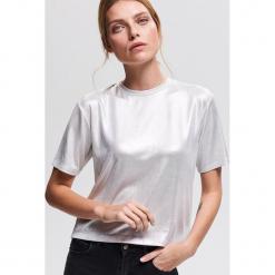 T-shirt z błyszczącej dzianiny - Kremowy. Białe t-shirty damskie marki Reserved, l, z dzianiny. Za 49,99 zł.