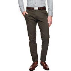 Spodnie daroca 214 zielony. Zielone chinosy męskie Recman, z bawełny. Za 99,99 zł.