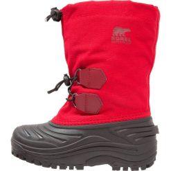 Sorel SUPER TROOPER Śniegowce bright red. Czerwone buty zimowe chłopięce Sorel, z materiału. W wyprzedaży za 167,40 zł.