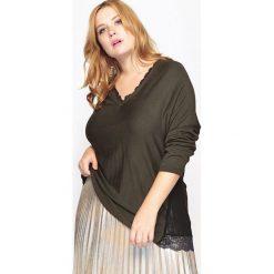 Kardigany damskie: Sweter z koronkowym dekoltem