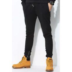 Grafitowe Spodnie Dresowe Sufficient. Czarne spodnie dresowe męskie marki Born2be, l, z aplikacjami, z dresówki. Za 99,99 zł.