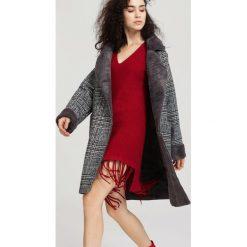 Ciemnoszary Płaszcz Walk Out. Czerwone płaszcze damskie zimowe marki Cropp, l. Za 199,99 zł.