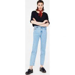 Jeansy mom fit. Niebieskie jeansy damskie relaxed fit Pull&Bear. Za 109,00 zł.