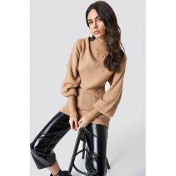 Rut&Circle Sweter z bufiastym rękawem Vega - Beige. Szare golfy damskie marki Vila, l, z dzianiny, z okrągłym kołnierzem. Za 161,95 zł.
