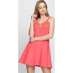 Sukienki: Koralowa Sukienka Simplicity
