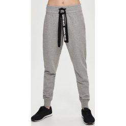 Spodnie dresowe damskie: Dresowe spodnie – Jasny szar