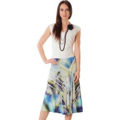 Sukienki hiszpanki: Sukienka w kolorze beżowym ze wzorem