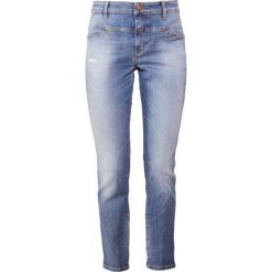CLOSED CROPPED WORKER Jeansy Relaxed Fit light used wash. Niebieskie jeansy damskie relaxed fit CLOSED. Za 919,00 zł.