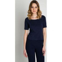 Granatowa elegancka bluzka z krótkim rękawem BIALCON. Czerwone bluzki wizytowe marki BIALCON, na co dzień, oversize. Za 155,00 zł.