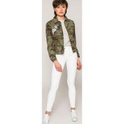 Tommy Jeans - Top. Szare topy damskie Tommy Jeans, l, z aplikacjami, z bawełny, z okrągłym kołnierzem. W wyprzedaży za 129,90 zł.