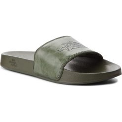 Klapki THE NORTH FACE - Base Camp Slide II T93FWO4FB Camo/English Green. Zielone chodaki męskie The North Face, z tworzywa sztucznego. W wyprzedaży za 119,00 zł.