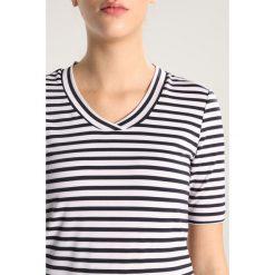 Limited Sports SILKE Tshirt z nadrukiem white. Białe t-shirty damskie Limited Sports, z nadrukiem, z elastanu. Za 189,00 zł.